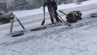 В Волжске в снег кладут асфальт