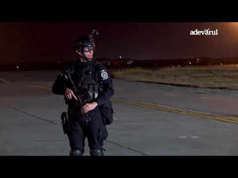 """Şoimii aerului"" au invadat aeroportul Otopeni"