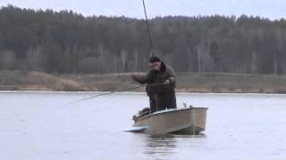 Риболовля на харіуса з човна на поплавкову вудку, в день ловимо три відра харіуса.