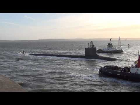 🇺🇸 USS New Hampshire SSN-778 Submarine, Entering Portsmouth Harbour England.
