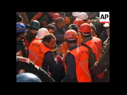 TURKEY: DUZCE: EARTHQUAKE - 48 YEAR OLD WOMAN RESCUED