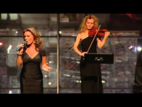 "Vanessa Williams Sings ""Colors of the Wind"""