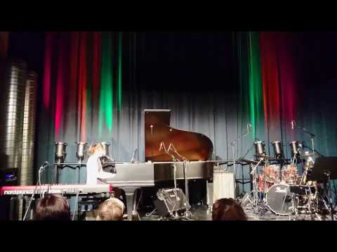 On stage #13 Bianca von Schulthess (Piano + Gesang)