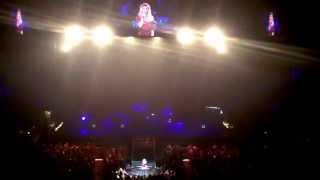 Shania Twain singing happy birthday to a fan