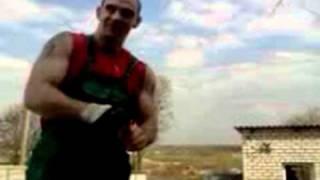 Денис Пахомов. Забивание гвоздей в доску.avi