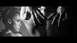 Смотреть клип Phyllisia Ross - Pi Bon