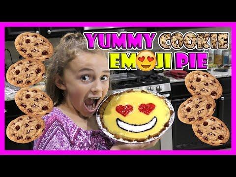 CHOCOLATE CHIP COOKIE EMOJI PIE | We Are The Davises