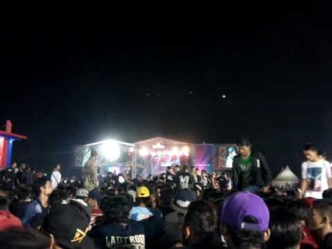 Superman Is Dead - Water Not War ( Live Sidoarjo )