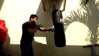 How to do relax boxing training using Heavy Bag