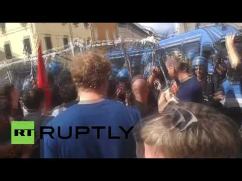 Italy: Police block protesters from reaching Renzi during public speech