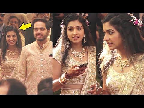 Anant Ambani Wife Radhika Merchant Looks Beautiful At Isha Ambani Wedding