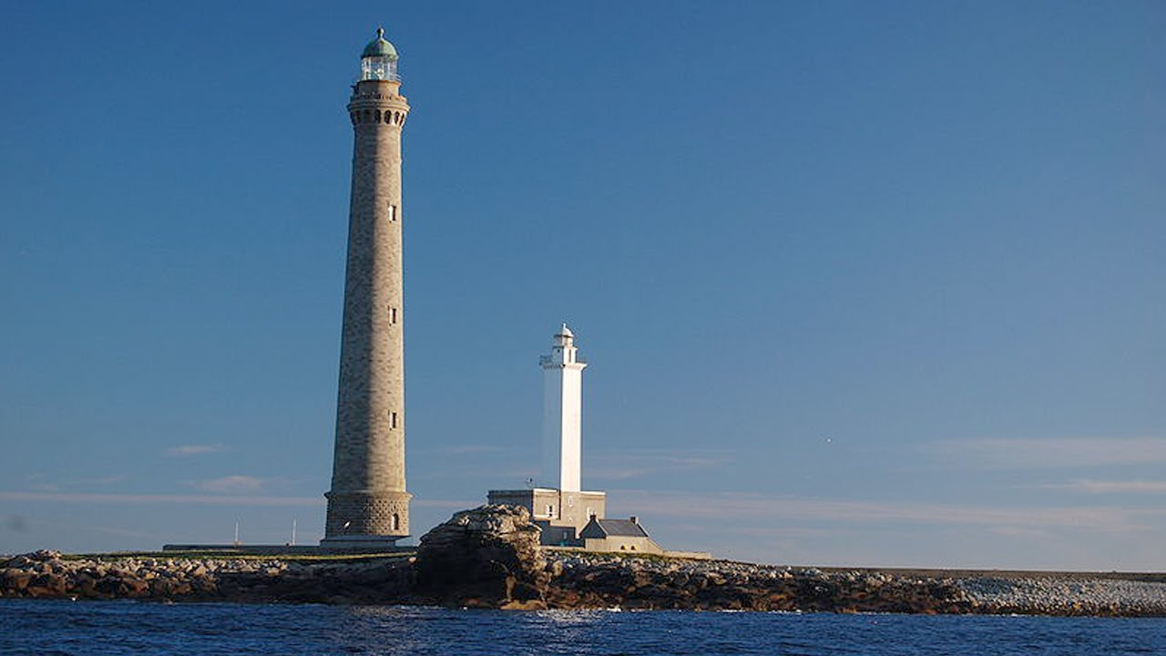The highest lighthouse in the world 98