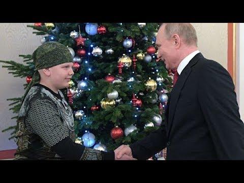 Смотреть Владимир Путин пожал руку Коле Кузнецову из Кисловодска онлайн