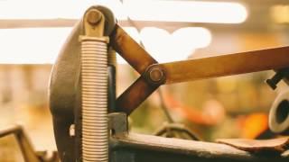 видео Производство кожгалантереи | Деловые сувениры и бизнес аксессуары
