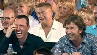 Демис Карибидис - Младенец и жалостная песня(Демис использует люльку младенца что бы заставить жюри подарить ему Золотого Кивина. Смешной КВНовский..., 2013-07-16T12:08:08.000Z)