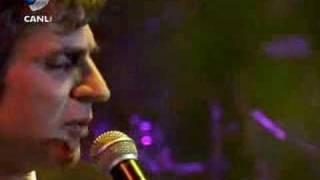 Teoman - Aşk Kırıntıları (Beyaz Show - Canlı Performans)