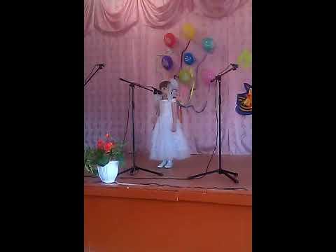 Юная певица, песня про кота
