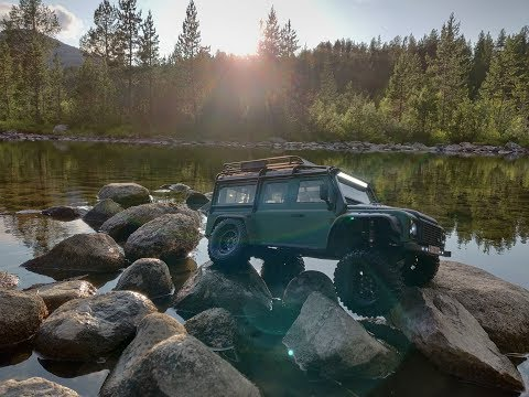 Traxxas Defender - Driving on a Norway glacier lake at sunset