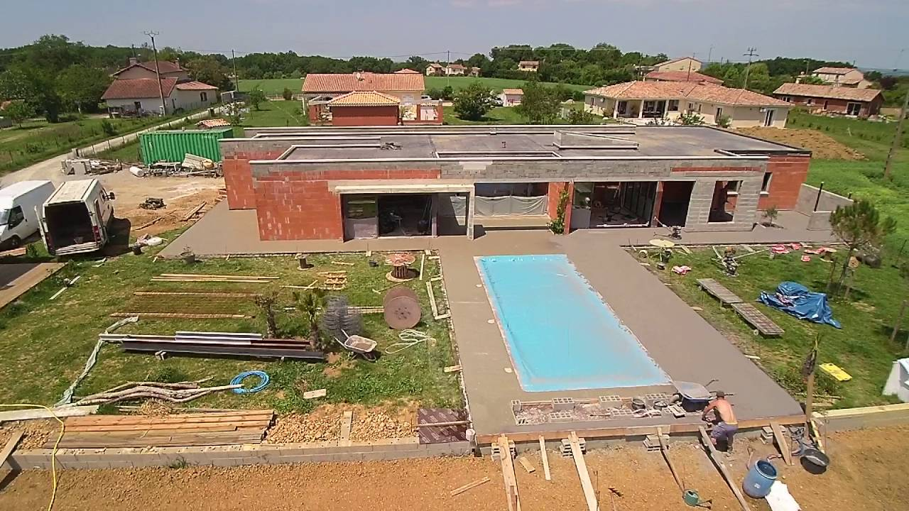 Pose de beton autour de la piscine - YouTube