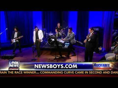 Newsboys on Huckabee sing