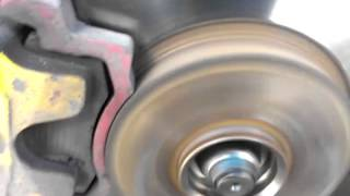 неисправность тормозного диска или биение приводного вала ваз 2110