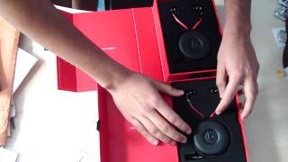 Monster Dre Dre Beats by Dre tour headphones- Fake vs Real(This is a video pointing out the difference between the fake Dre Dre headphones and the real ones. If anyone is unsure if they have the fake or real headphones, ..., 2010-05-31T11:04:23.000Z)