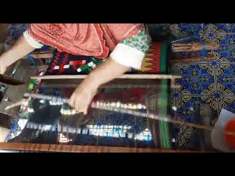 Tradisi bima dgn proses pembuatan kain tenunan khas nya bima (mbojo)