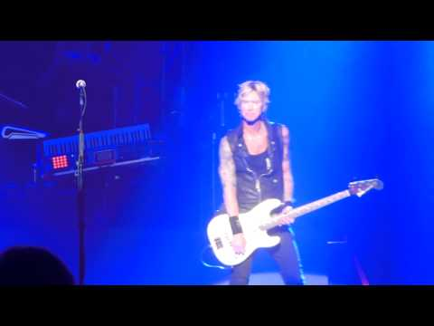 Axl Rose introduces Duff McKagan   May 31 2014 reunion