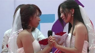 Tưng bừng đám cưới đồng tính ở Hà Nội