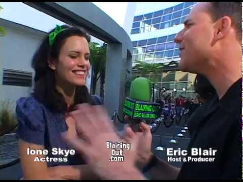 "Ione Skye & Eric Blair talk ""Say Anything""& Make up 2004"