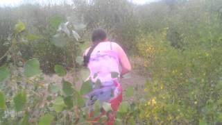 Девушка кормит и матерится на лису Мега смешно прикол