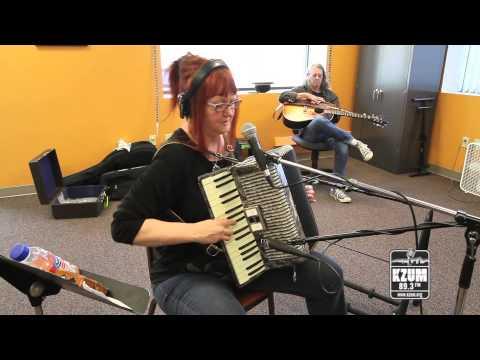 """Linda McRae - """"Hannah"""" - Live at KZUM"""