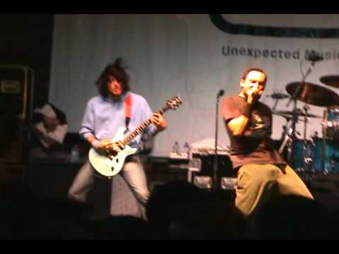 311-live-in-downtown-chicago---oct-21,-2003-(part-10---down)