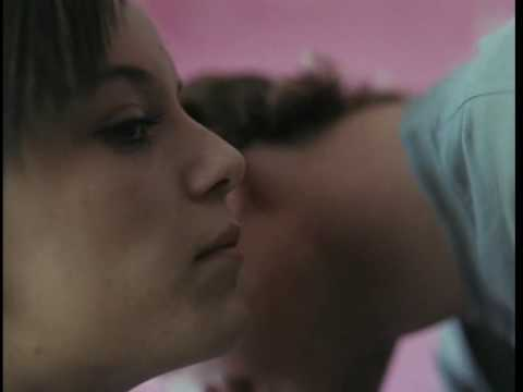 Fish tank andrea arnold trailer hq vostf youtube for Fish tank trailer