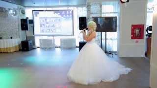Невеста поет песню родителям