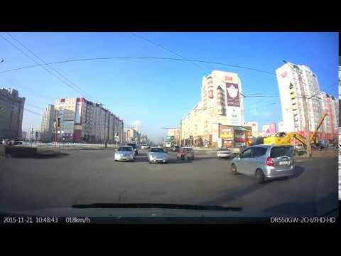 21 11 2015 г  Барнаул, Малахова Балтийская На встречной полосе