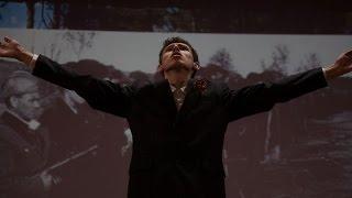Брянский одиннадцатиклассник спел руками гимн области