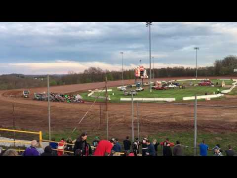 410 Sprint Cars : Heat 1 - Fab4 Fueled by Turner's (Opening Night - 2017) @ Lernerville