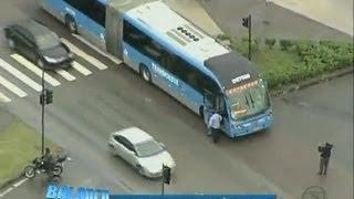Homem morre atropelado por ônibus do BRT na Barra da Tijuca (RJ)