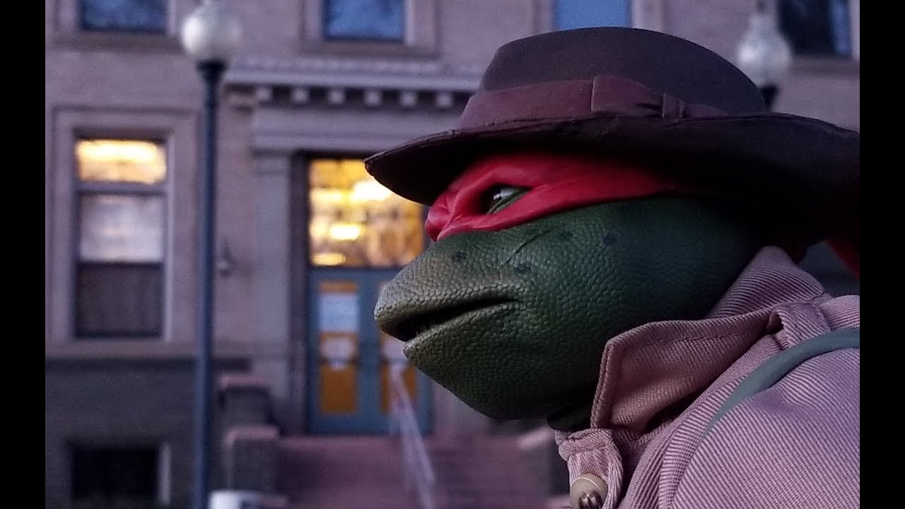 Neca 1 4 Scale Tmnt 1990 Raphael In Disguise Youtube
