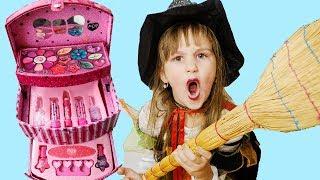 Собирается НА ВЕЧЕРИНКУ dress up make up and going to Хеллоуин party  Видео для детей