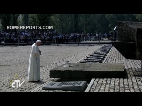 "Pope Francis visits Auschwitz:""Lord, have mercy on your people, sorry for such cruelty"""