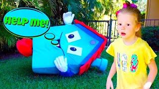 나스티아와 그녀의 새로운 장난감 집 고 트램폴린요!아이들을위한놀이집