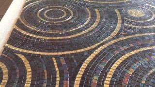 видео Мозаика в ванной: волшебство в интерьере
