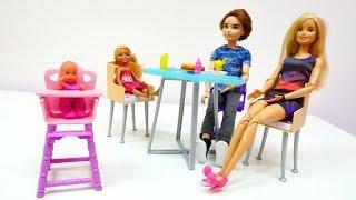Barbie auf Deutsch. Ein Abendessen mit Barbie.  Spiele mit Puppen thumbnail
