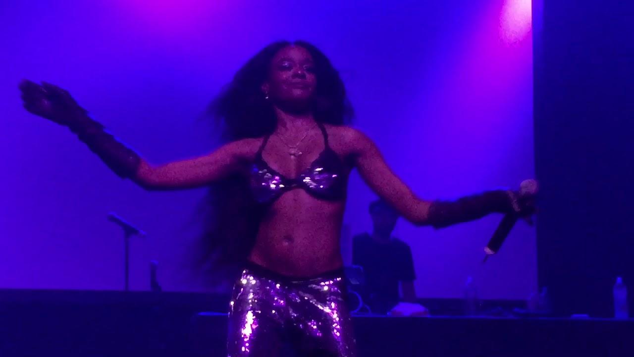 Azealia Banks - Along the Coast live at Fonda Theater - YouTube
