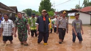 Bupati Pasuruan, Irsyad Yusuf melakukan sidak banjir di wilayah timur [260117]