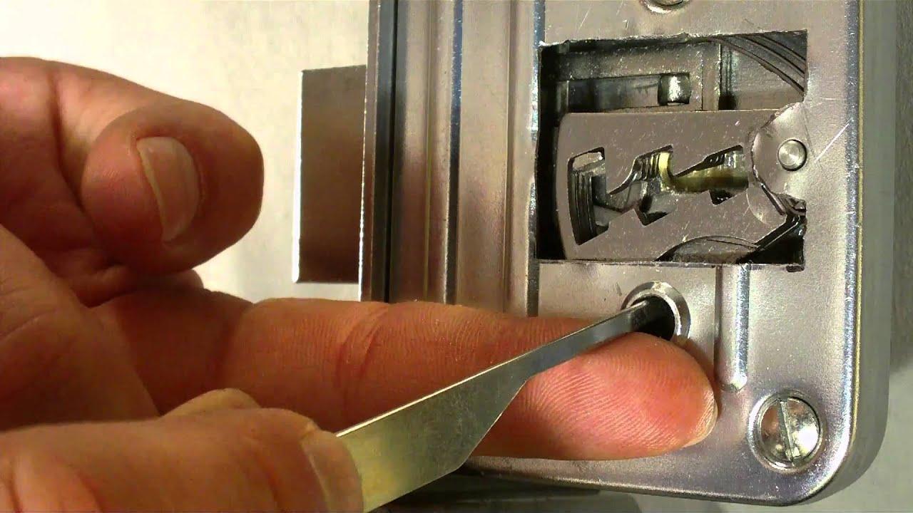 Jak otevřít dozický zámek bez klíče