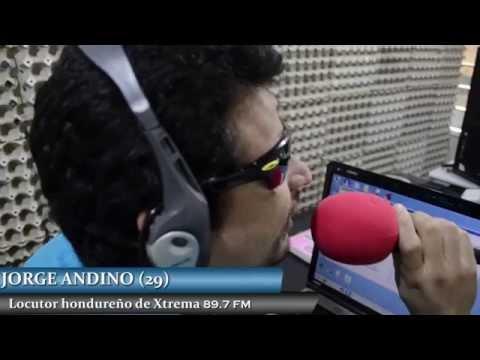 Locutor no vidente revoluciona la manera de hacer radio en Honduras