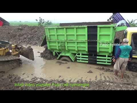 Selesai Hujan Dam Truk Terlalu Jadi Amblas
